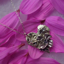 Load image into Gallery viewer, Purple flower pendant