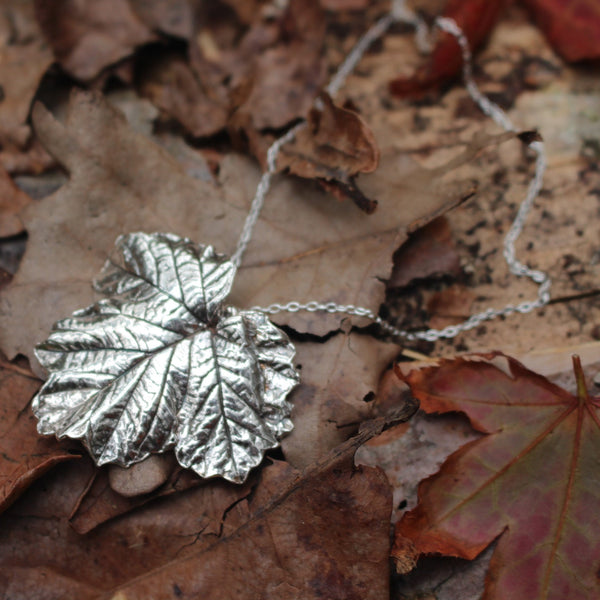 Broad leaf necklace