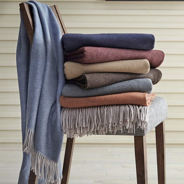 It's Throw Season! Choosing the Best Throw Blanket