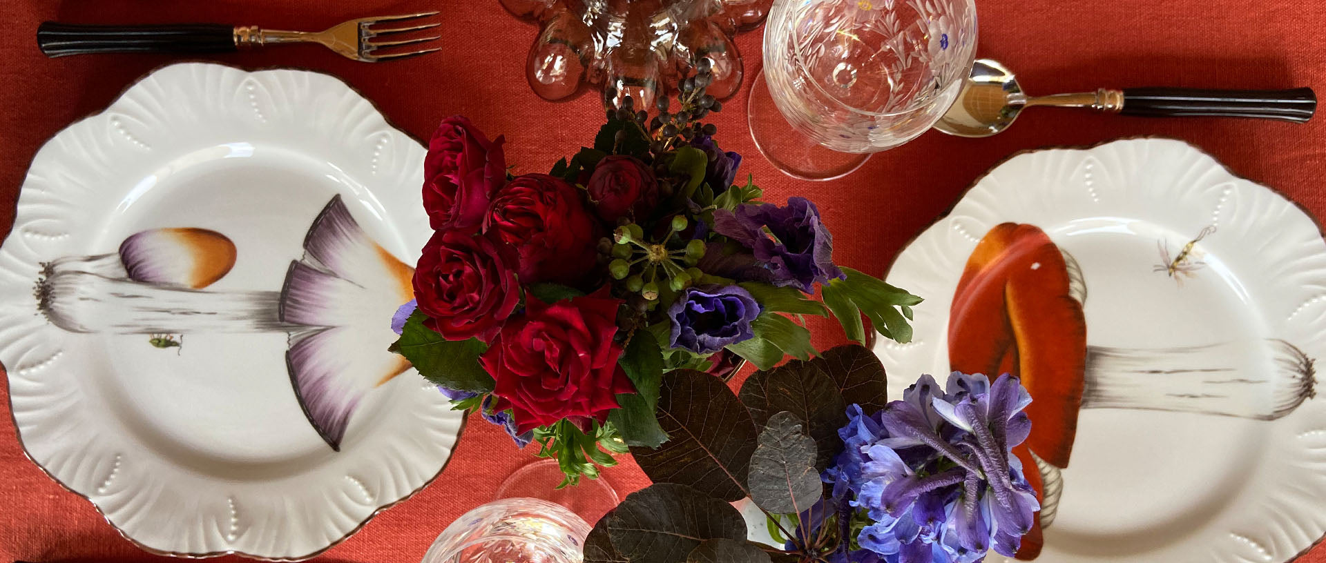 Autumnal tabletop by Bonadea with handpainted plates