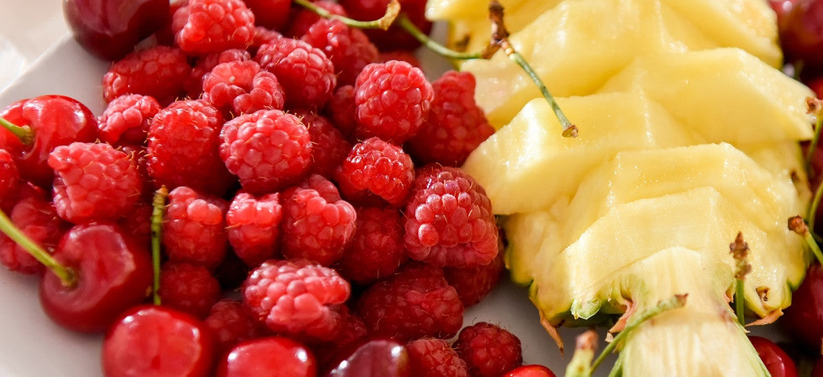 THE DETOXIFYING PROPERTIES OF PINEAPPLES AND RASPBERRIES
