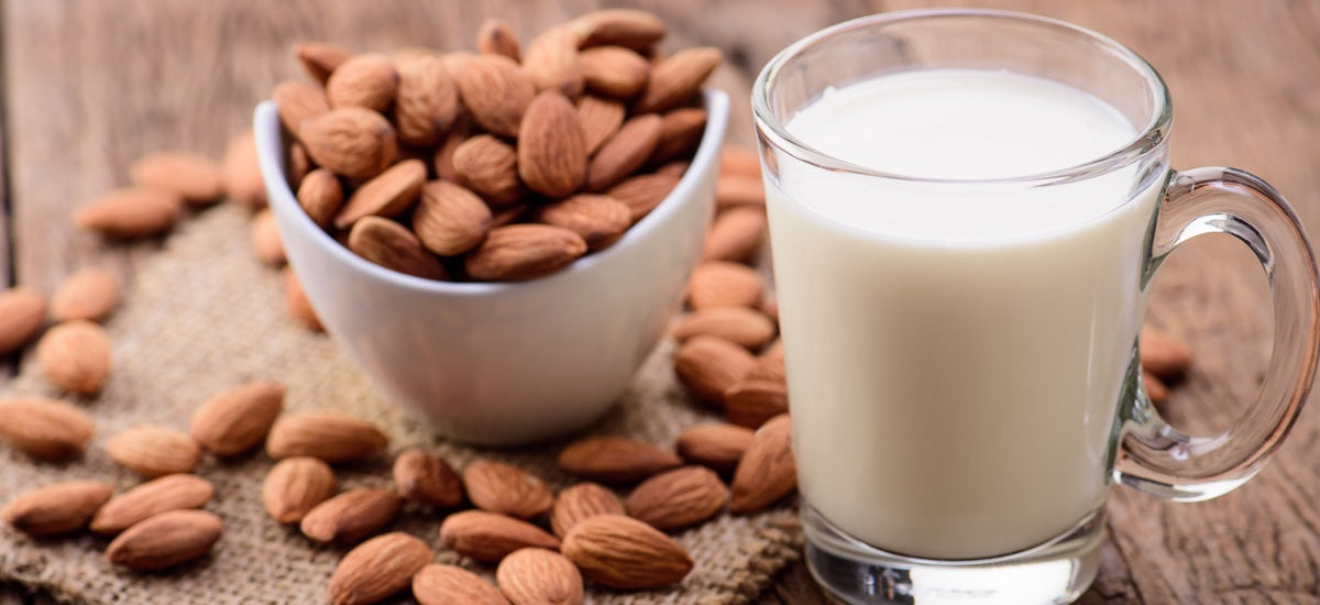 HOMEMADE ALMOND MILK: 6 SIMPLE STEPS