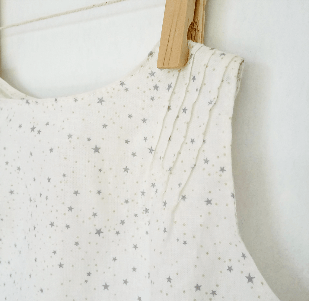 Baby shirt + bloomers - grey stars