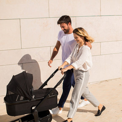 Mom pushing the Joolz Hub Quadro Stroller in Noir
