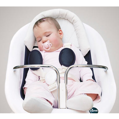 Infant Resting in the Mima Moon 2G White High Chair as Newborn Lounger