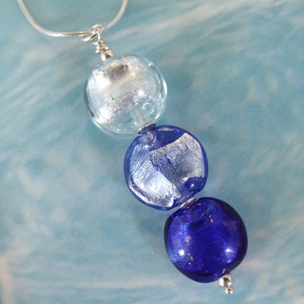 moody blues trio necklace