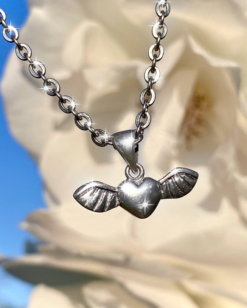 THE FLY AWAY LOVE NECKLACE