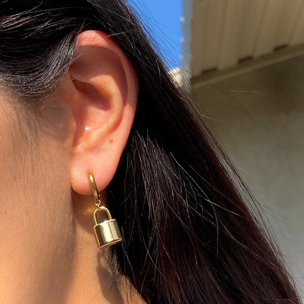 GOLD LOCK HOOP EARRINGS