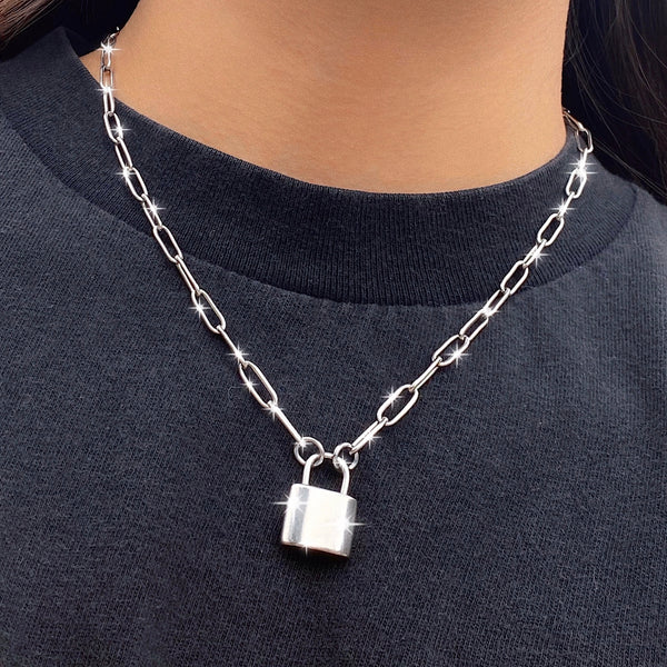 PAPER CLIP LOCK NECKLACE 🔒