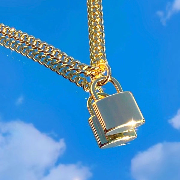 GOLD LOCK NECKLACE 🔒