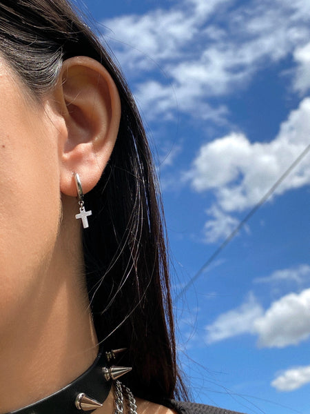 THE MINI CROSS EARRINGS