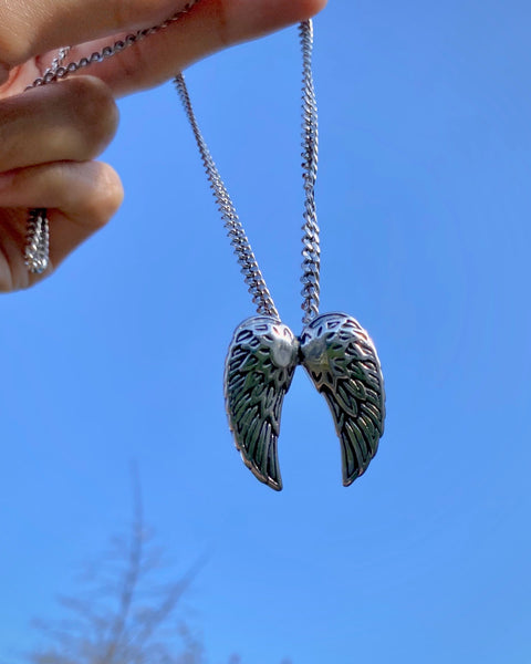 ANGELIC WINGS NECKLACE