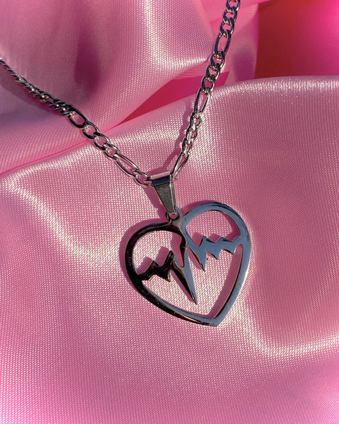 BEATING HEART NECKLACE