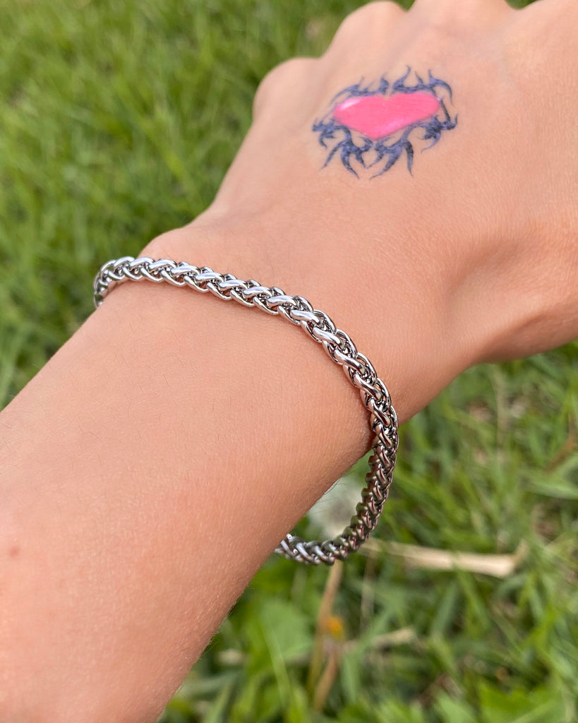 THE BRAIDED BRACELET