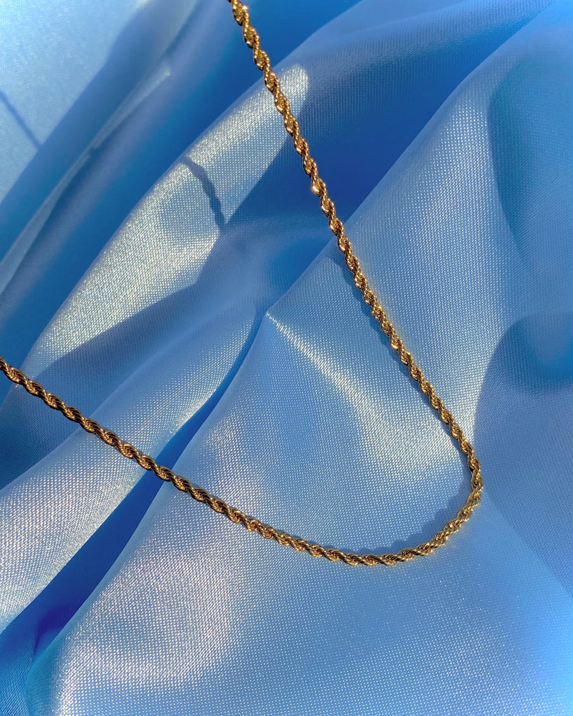 SIMPLE GOLD TWISTED NECKLACE
