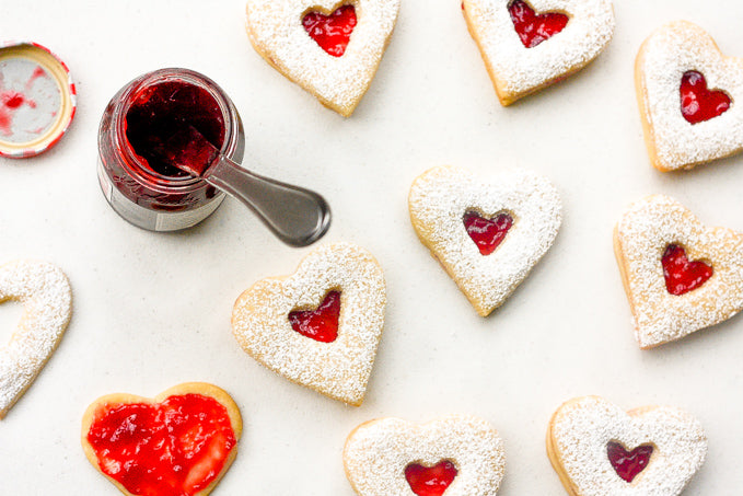 Raspberry and white chocolate shortbread cookies | Color Ave.
