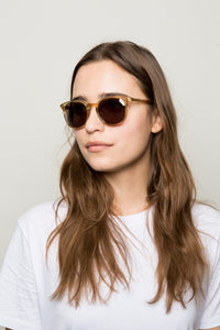 WONDERLAND CLEAR BEACH GLASS GREY SUNGLASSES