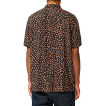 Load image into Gallery viewer, GLOBE WILD LIFE SHORT SLEEVE