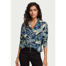 Load image into Gallery viewer, SCOTCH & SODA OVERSIZED CRANE PRINT BLOUSE
