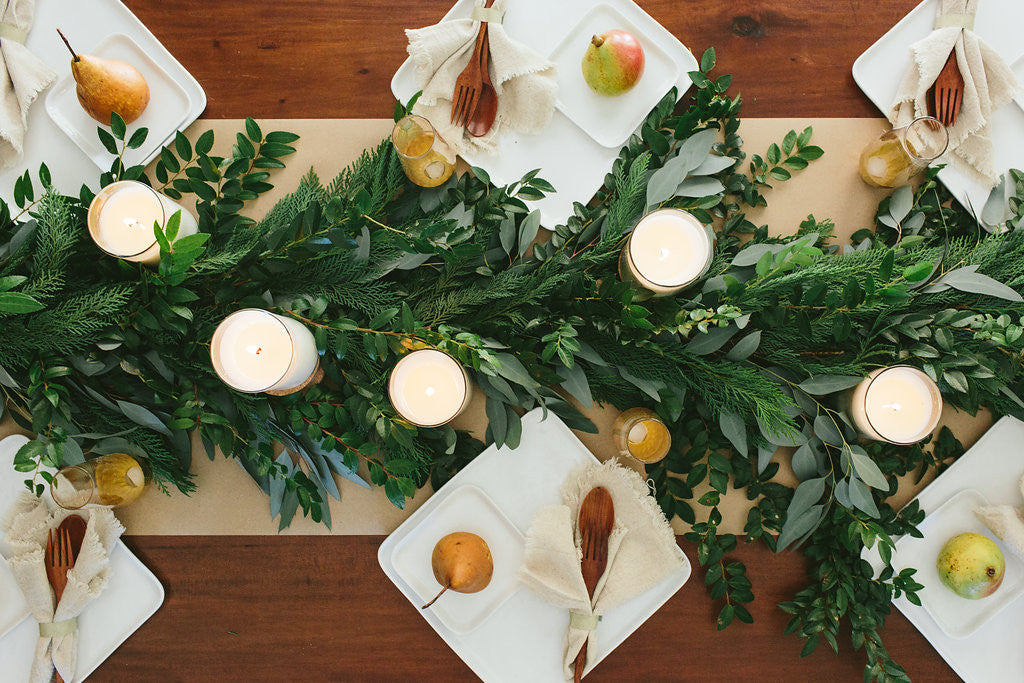How to Style Your Holiday Table Like a Pro