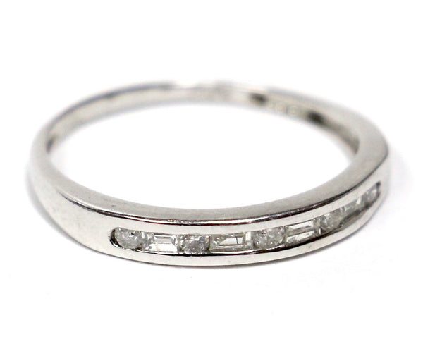 0.25 CT. Round & Baguette Cut Diamond Wedding Band in Platinum