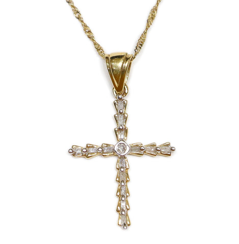 0.20 CT. Fluted Cross Diamond Pendant in 10K Gold (Chain Included)
