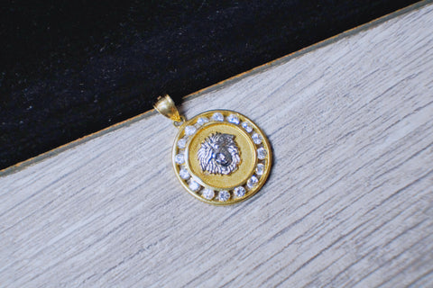 """Versace"" Circle Pendant in 10K Gold*"