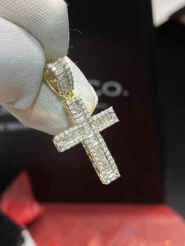 1.00 CT. Diamond Cross Pendant in 10K Gold (Chain Included)