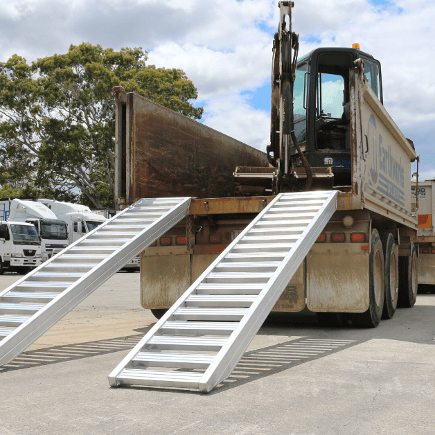 Aluminium loading ramps for excavator on the back of a truck