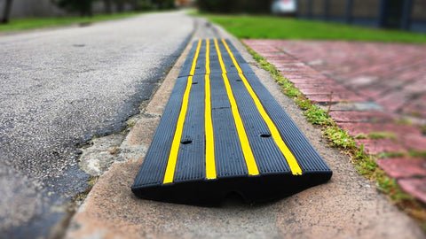 Heeve Driveway Rubber Kerb Ramp in 1.2m Sections for Rolled-Edge Kerb