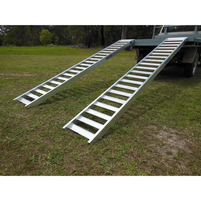 Whipps Construction & Machinery Whipps 1.5-Tonne 350mm Non-Folding Aluminium Loading Ramps - 3m