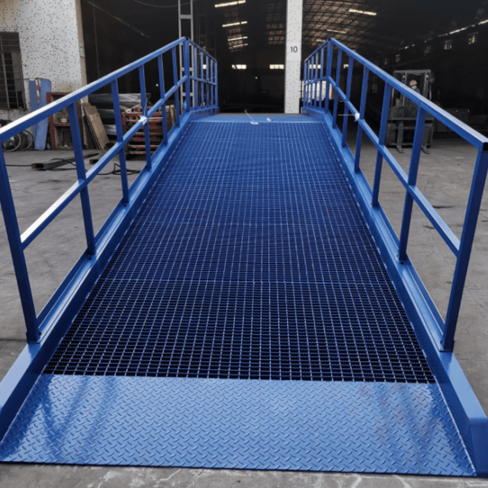 Heavy-Duty Pedestrian Safety Handrail Kit - Heeve - Ramp Champ