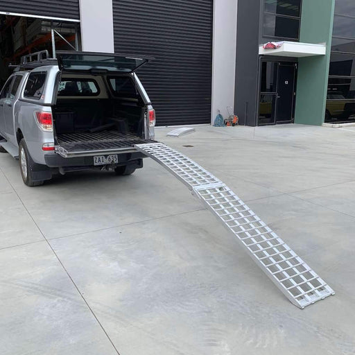 Heeve 3m x 500kg Aluminium Curved Folding Heavy-Duty Motorcycle Ramp