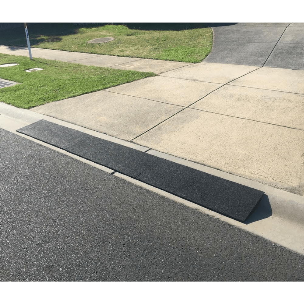 Heeve Driveway Rubber Kerb Ramp In 1m Sections For Rolled