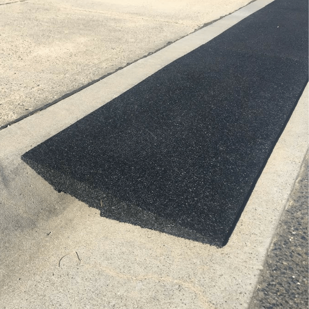 Driveway Rubber Kerb Ramp In 1m Sections For Rolled Edge