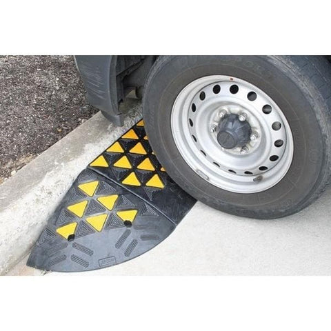 Barrier Group High-Vis Rubber Kerb Ramp