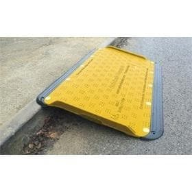 Oxford Plastics SupaGrip SafeKerb Ramp - Oxford Plastics - Ramp Champ