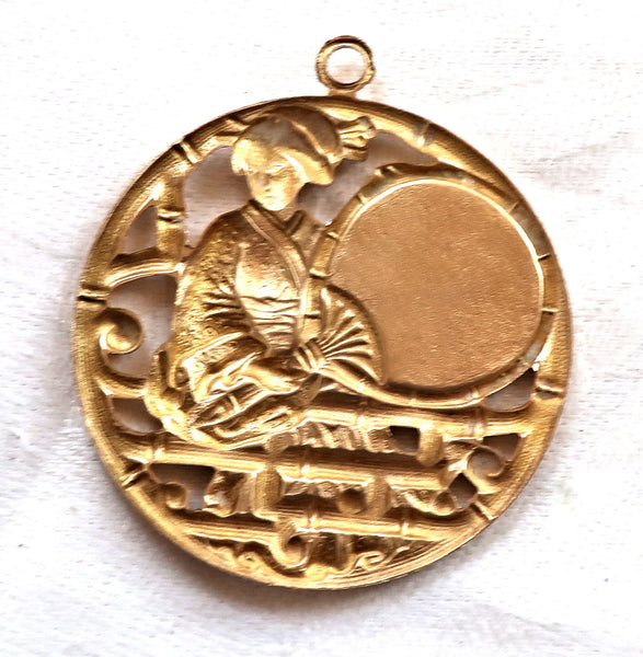 1 Asian brass medallion, pendant, woman, geisha with fan charm, ornament, brass stamping, japonaiserie, 46mm x 40mm, made in the USA C12101 - Glorious Glass Beads
