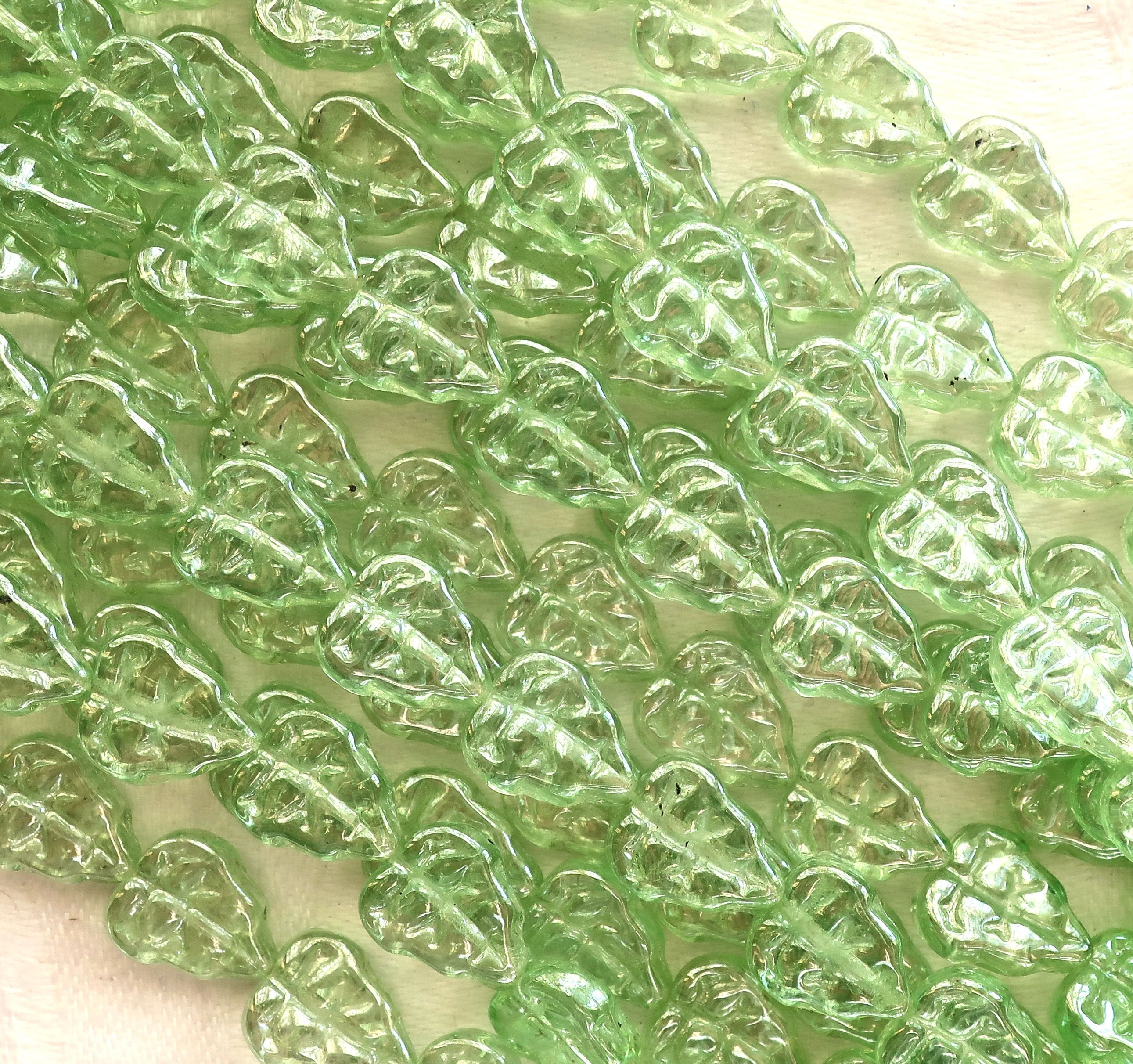 25 Beads Clouded Leaf Green and Crystal Clear Czech Diamond Beads Item 5143