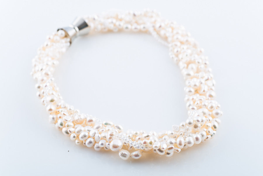 ALY WHITE PEARL NECKLACE