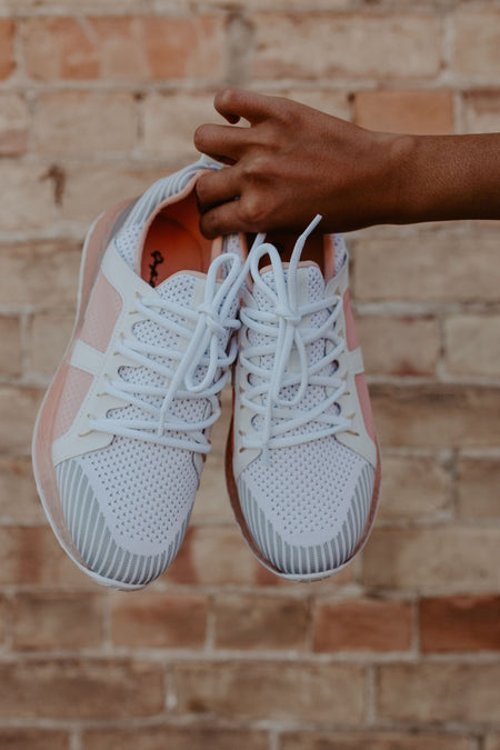 Natt Sneakers in Peach