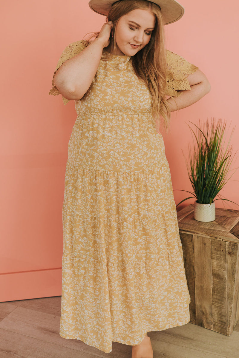 PLUS SIZE - Stenia Floral Dress