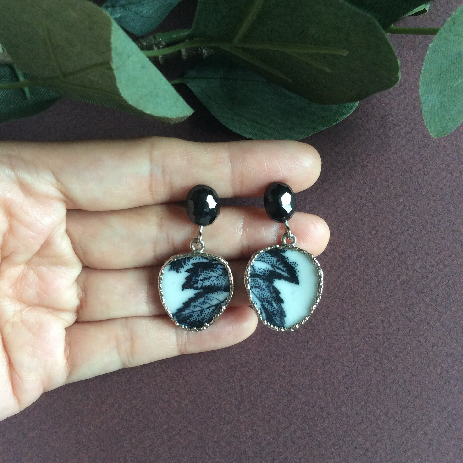 Grisaille leaf porcelain with black onyx studs
