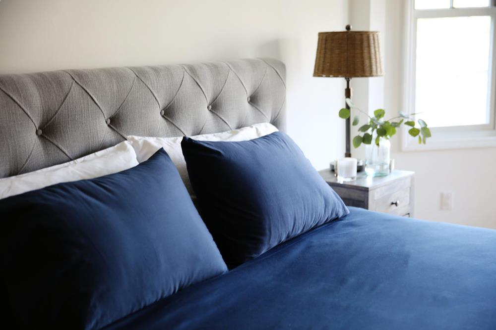 Classic Hem Pillowcases - Navy - JEFFERSON LANE