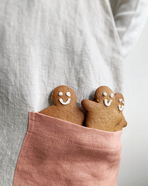 gingerbread men cookies in pink pocket