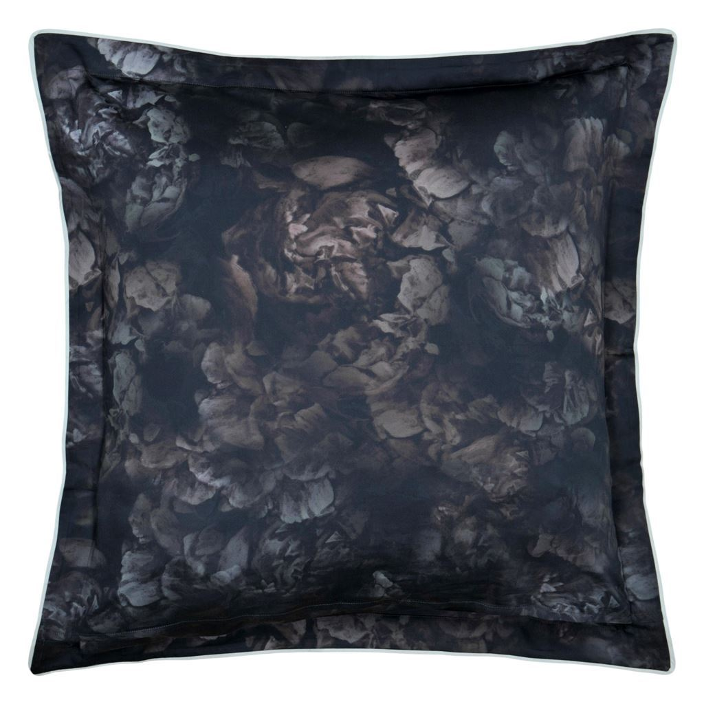Designers Guild  - European Reverse - Le poeme bedding