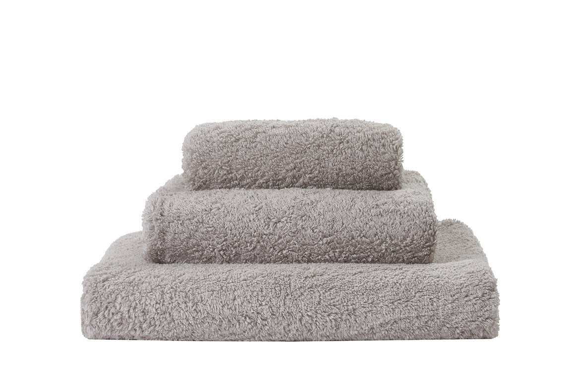 Set of Abyss Super Pile Towels in Cloud 950