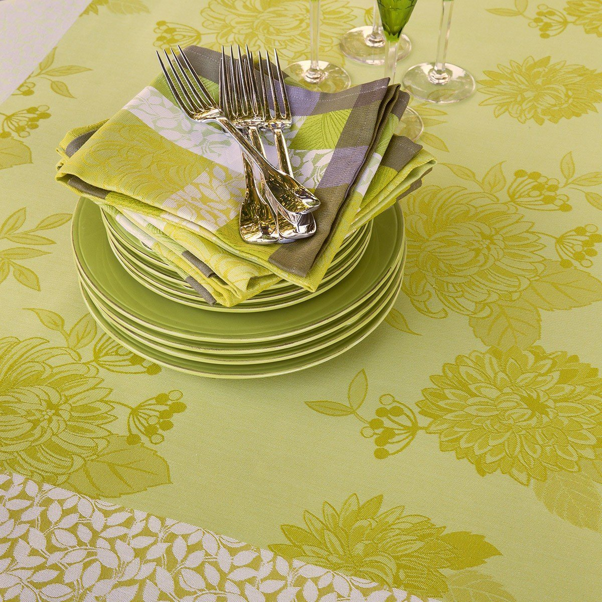 Le Jacquard Français Table Linen Parfums De Bagatelle Fig Linens Freesia Green Yellow tablecloth