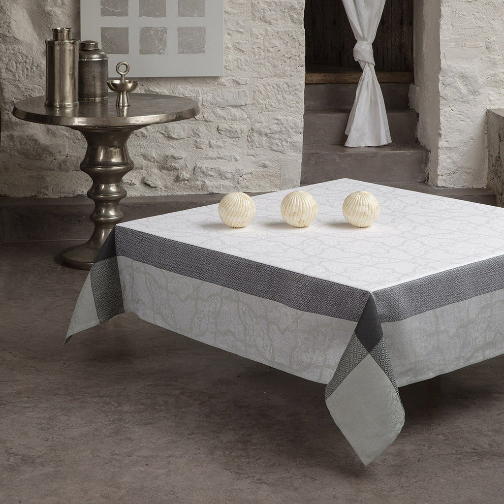 Le Jacquard Français Table Linen Pondichéry Marble Fig Linens Gray White Tablecloth