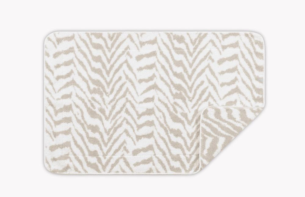 Quincy Sand Tub Mat | Matouk Schumacher at Fig Linens